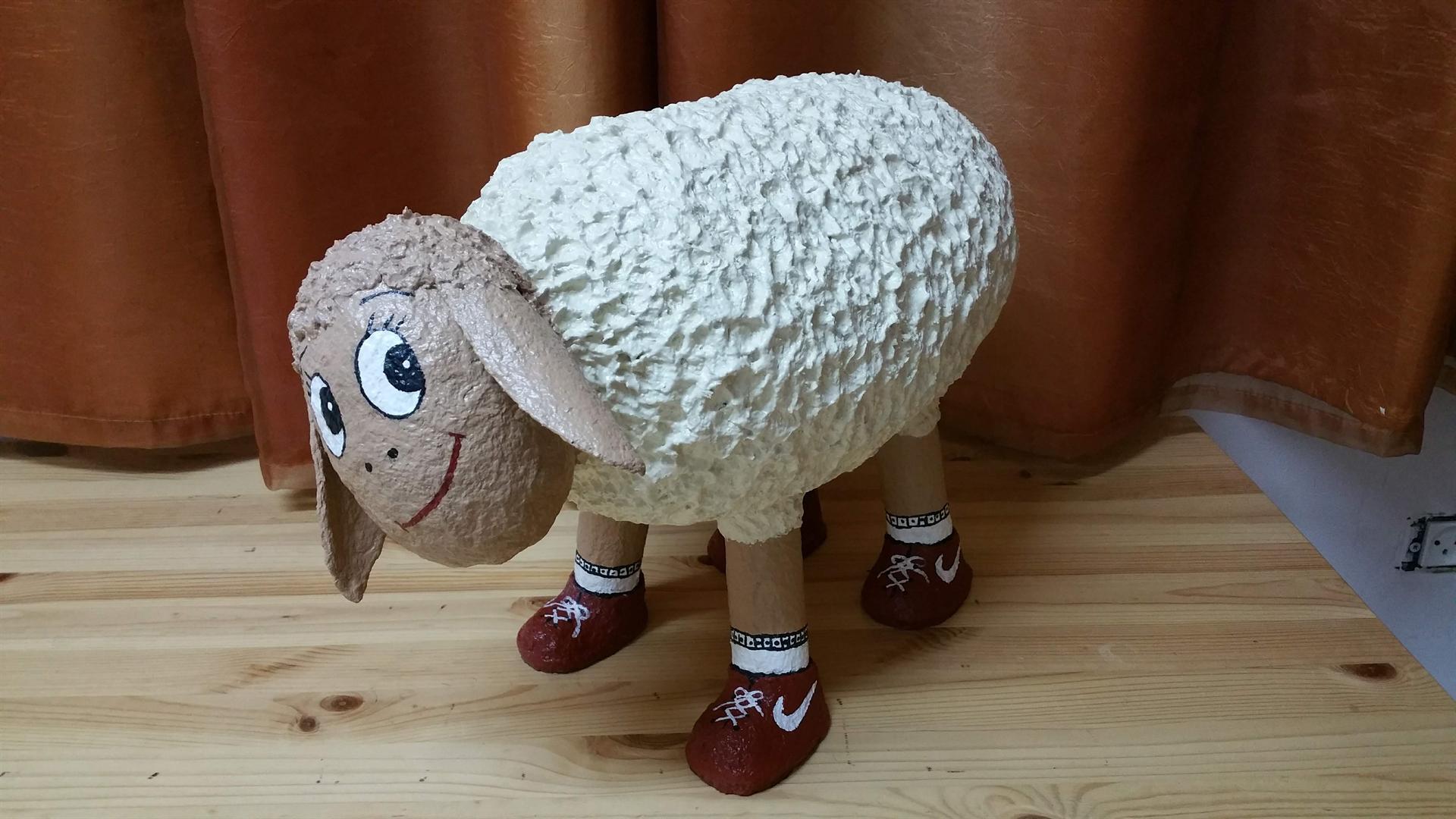 כבשה עם נייקי