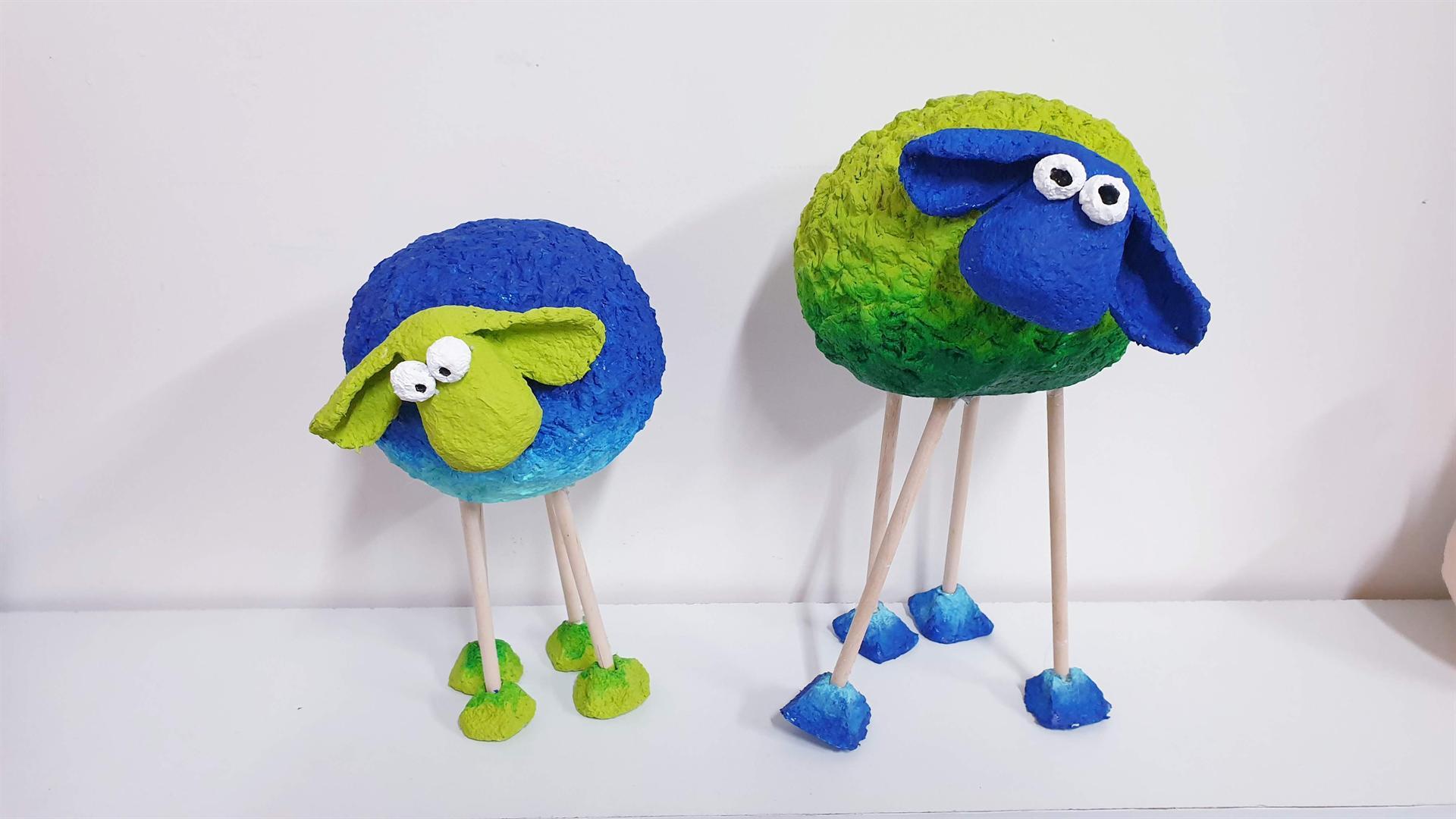 כבשים מעיסת נייר של מיכל