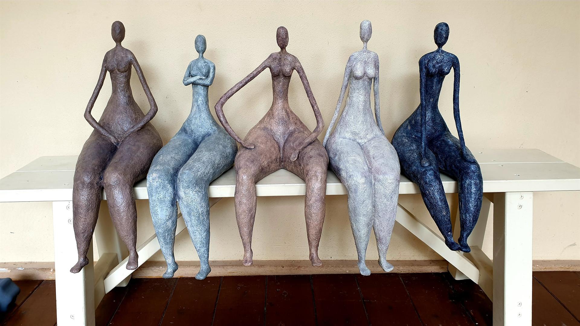 5 נשים על ספסל