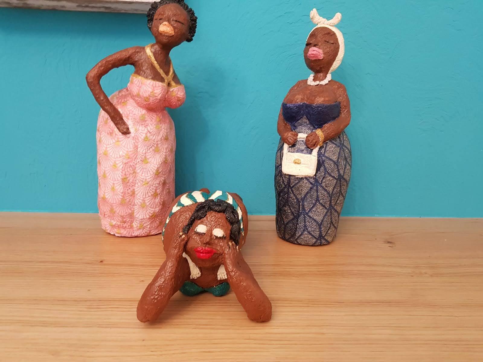 3 נשים אפריקאיות מעיסת נייר של רוית